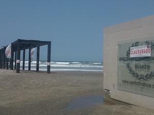 Muelle de playa revolcadero clausurado